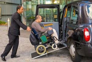 taxi-black-cab-londres-fauteuil-roulant-handicap