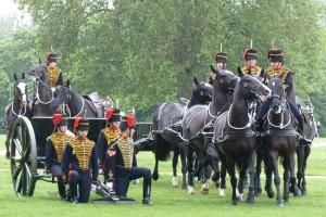 gun-salute-hyde-park-londres-chevaux
