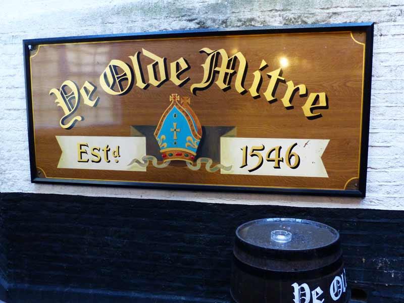 pub-ye-olde-mitre-exterieur