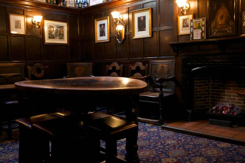 ye-olde-mitre-pub-salon