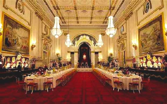 Buckingham-Palace-Ballroom