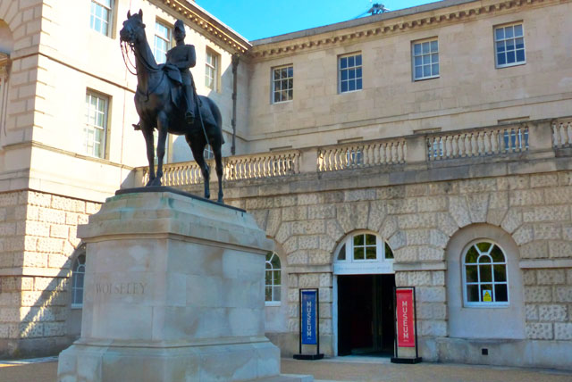 Household-cavalry-museum-exterieur