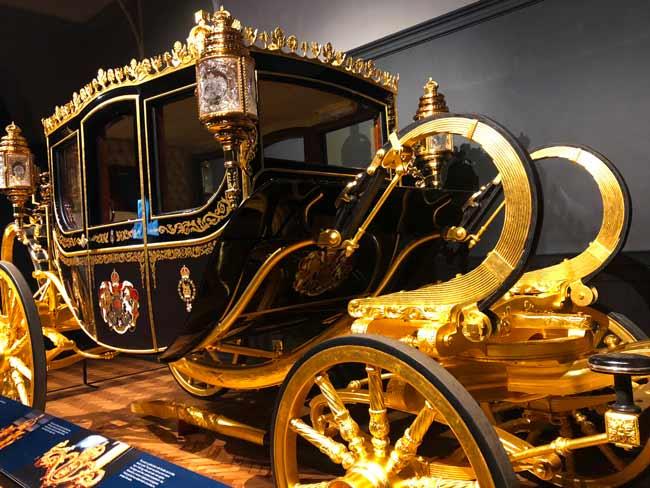 Royal-mews-carrosse-jubilee