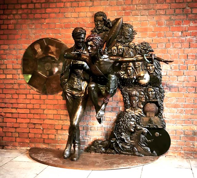 statue-bowie