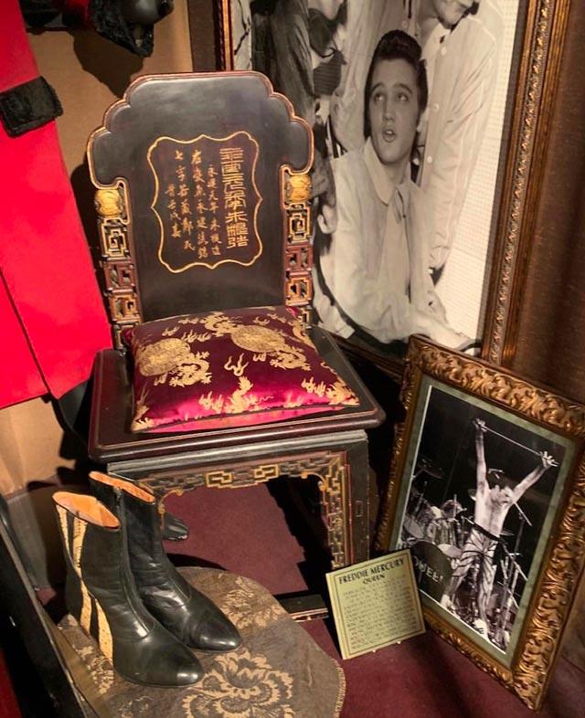 Freddie-mercury-chaise